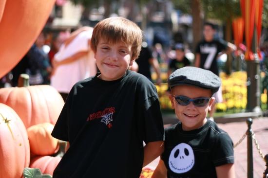 Halloween Time at Disneyland {www.savingupfordisney}
