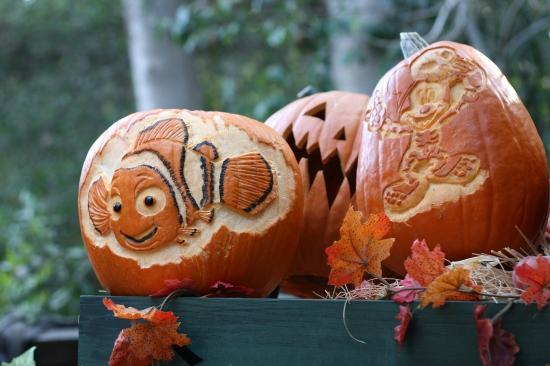Disneyland Halloween Time {www.savingupfordisney.com}