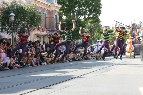 Saving money for Disney makes me want to jump for joy! Disney Vacation Account program helps you save.
