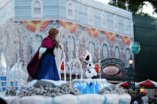 Frozen Pre-parade float at Disneyland